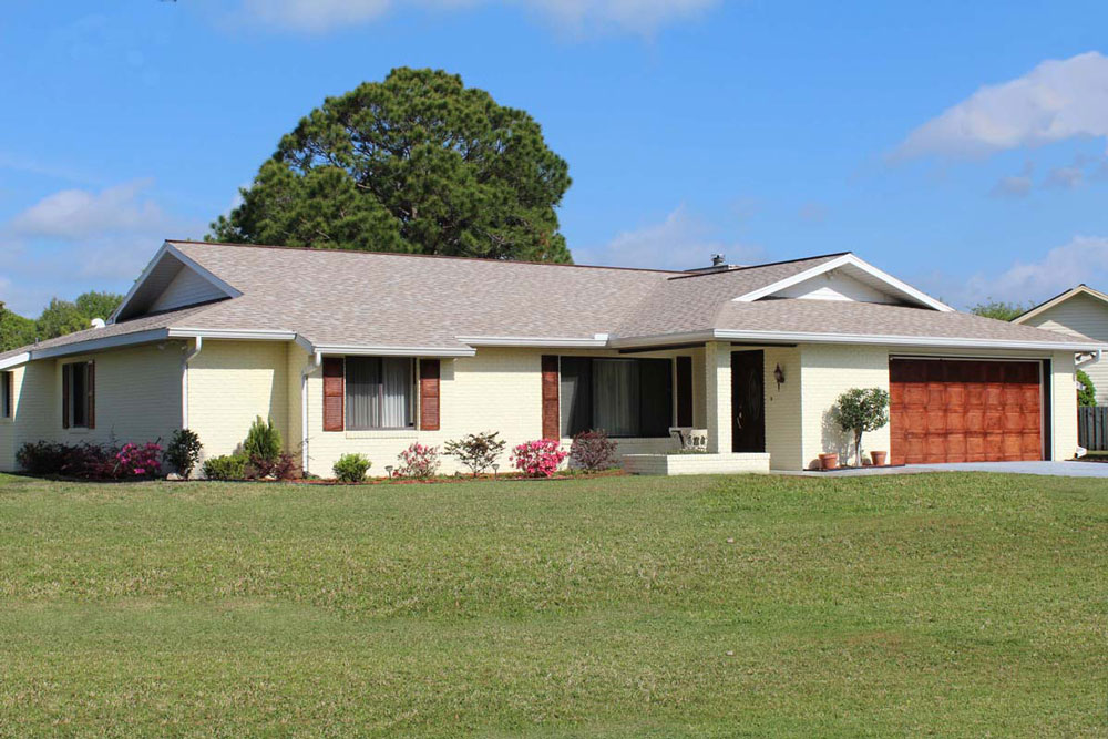 Spruce Creek Real Estate For Sale at 1910 Seclusion Dr.