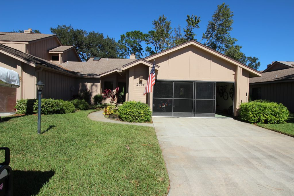 2004 Teakwood Lane in Spruce Creek Fly In